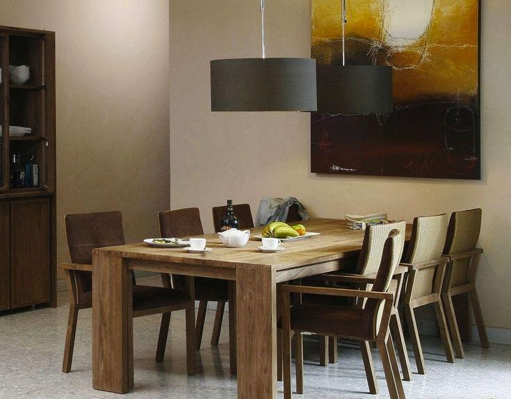 Крупный обеденный стол в эко-стиле словно склеен из двух столов разного размера, создавая объемный вид предмета. Натуральное дерево с сохранением фактурных естественных узоров напоминает о семейных традициях.