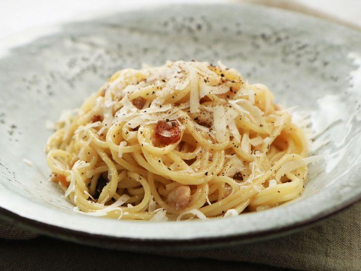 Spaghetti med salviakyckling och parmesan | Recept från Köket.se