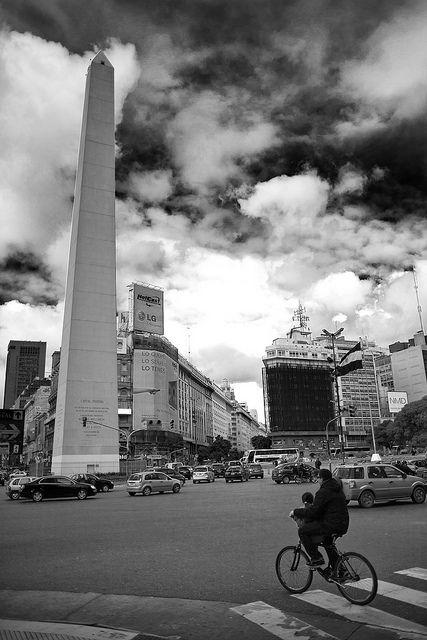 Vieja fotografía del Obelisco porteño. Buenos Aires.