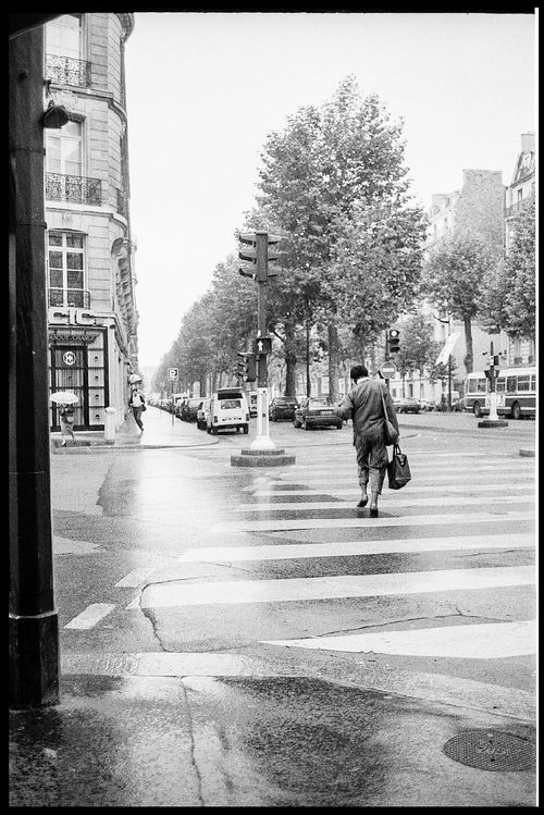 #PapeBoxGallery #LifeOnWall  (Original silver gelatin photo) Unique high quality art piece made from analog camera Silver gelatin paper limited edition of 5. Size 7,1 x 9,4 Inch (18 x 24 cm). Rain Run – Paris mid 80's. 63 USD