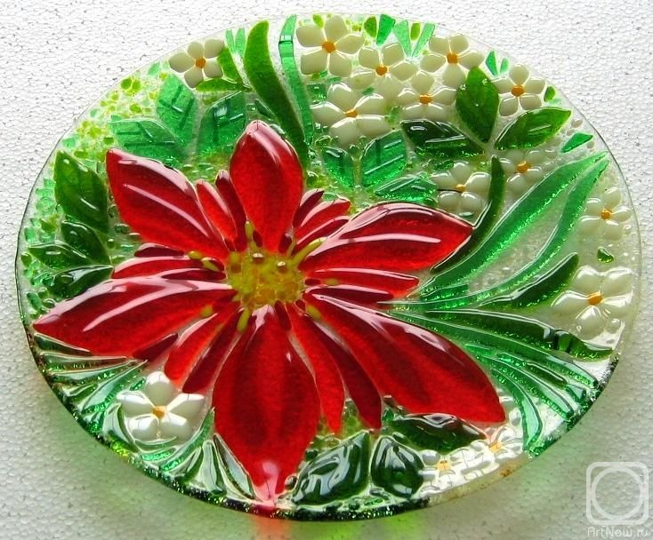 """Repina Elena. Glass dish for the holiday table, """"The red Klematis"""" fusing"""