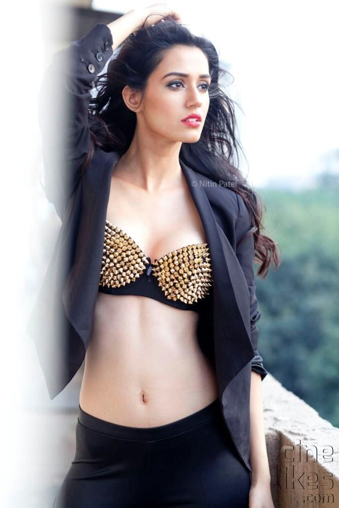Disha-Patani-Hot-Photoshoot002.jpg (683×1024)
