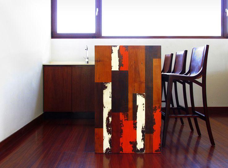 MUEBLES: AY BAR fue un encargo realizado con madera 100% nativa. Éste requería un estilo cálido y rústico pero a la vez elegante y funcional, contando con una barra, zona de lavacopas y guardado interior.  Visitame en www.javieramora.com o escribeme a javieramora@gmail.com #diseno #arte #decoracion #muebles #bar #barra #madera