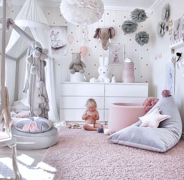 Mädchenzimmer Inspiration in rosa, grau und weiß ? Wie gefällt's Euch? Das runde Samtkissen in grau, die Miffy Lampe und natürlich viele…