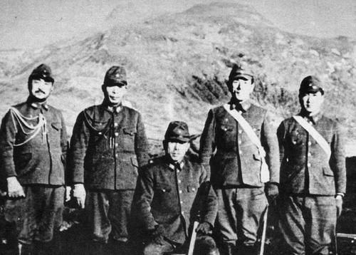 Japanese army General Yasuyo Yamasaki and officers in Attu Island, 1942.