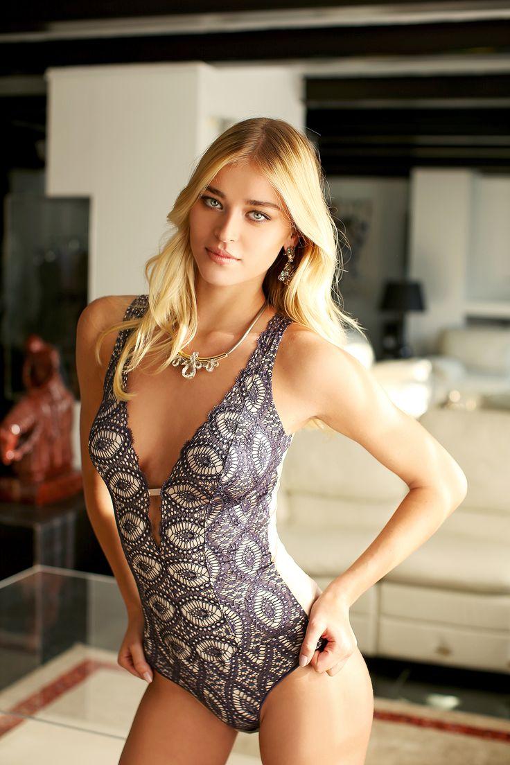 #valery #FW #lingerie #loveforlingerie #body #purple #lace #sensuality #blond #model #luxury #glamouros #madeinitaly