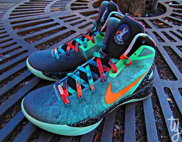 The Blake Show's all-star shoe: Shoes, Hyperdunk 2011, Blake Griffin, Fashion, Nike Zoom, Zoom Hyperdunk, Kicks, Galaxies Hyperdunk, All Stars