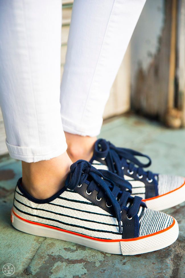 White jeans & stripes? Always a yes — Tory Burch Millie sneaker