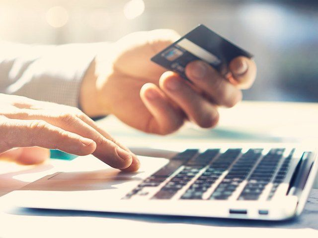 What's The Deal: 4 Tips to Cut Your Credit Card Debt