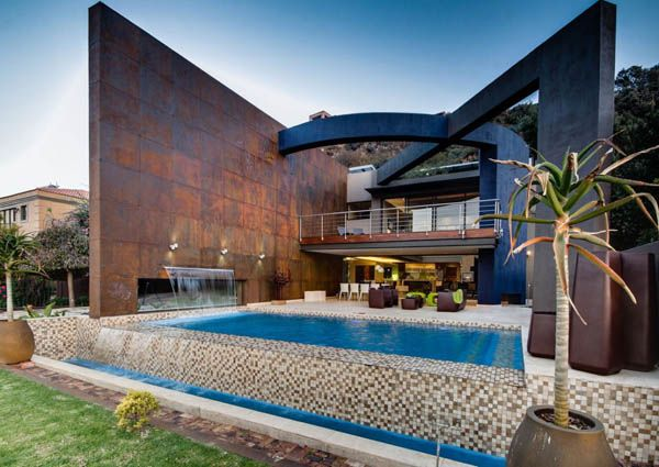 Nico van der Meulen Architects, based in South Africa's larges city – Johannesburg – were commissioned to reflect the beauty of contemporary architecture in the structure of an existing South African residence.