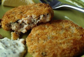 This recipe for classic salmon patties is a perfect blend of canned salmon with grated onion and herbs. Try this popular 5-star recipe for salmon patties.