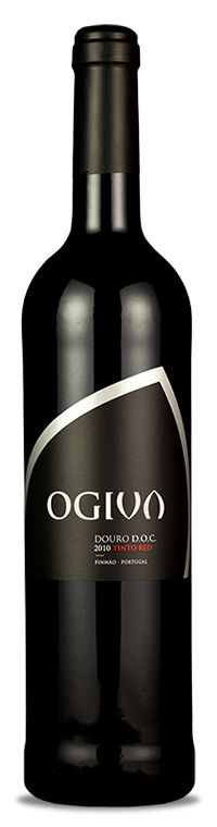 Made with grapes from vines over 70 years of age, the Ogiva Tinto 2010 demonstrates the exclusive nature of the wines of the Douro Valley region. This wine is young but well-structured, invades the nose with beautiful aromas of red fruit and sweet jams, in the mouth it maintains the same characteristics. A proof of the good application of the art of making wine. It will be a good company for meat dishes and some cheeses.