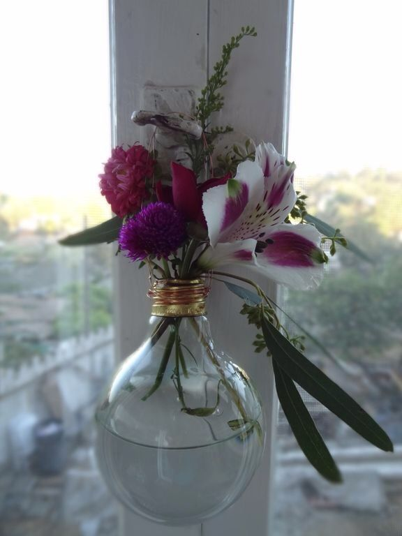 How to Craft a Gorgeous, Gift-Worthy Lightbulb Vase