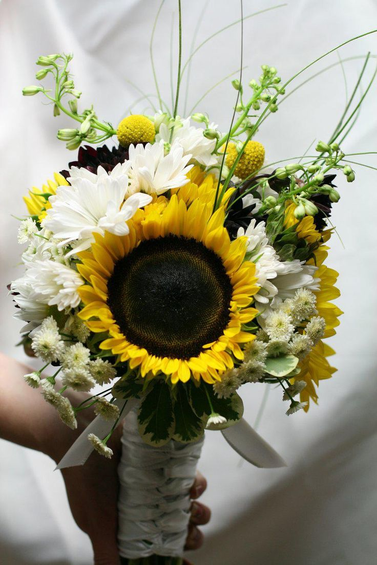 This would be pretty for bridesmaid bouquets