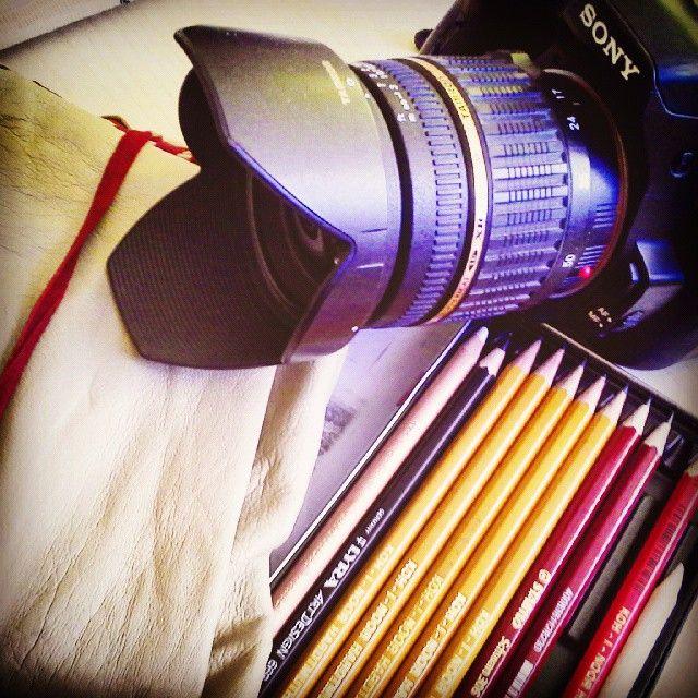 Nejdůležitější vybavení na cesty #travel #zapisník #notes #tužka #drawing #foťák #camera