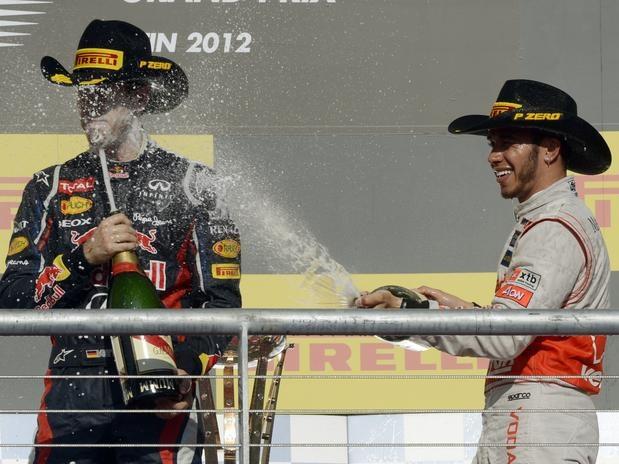 No Grande Prêmio dos Estados Unidos, porém, Lewis Hamilton se intrometeu na disputa Vettel x Alonso; o alemão precisou esperar até a semana seguinte, no Brasil, para ser tri  Foto: AFP