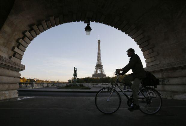 «Нам здесь нерады» - http://russiatoday.eu/nam-zdes-ne-nbsp-rady/ Высокая мода, изысканная кухня и богатая культура — все это про Париж. Туристы восхищаются его красотой, однако жить здесь — совсем не то, что приезжать в недельный отпуск. Продолжая материалов о россиянах, перееха