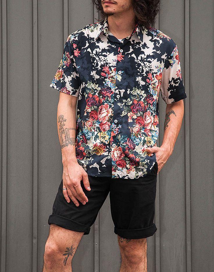 Camisas masculinas em tecidos e estampas garimpados para edições limitadas,  produzidas em pequenas tiragens. 1cd5428ef9