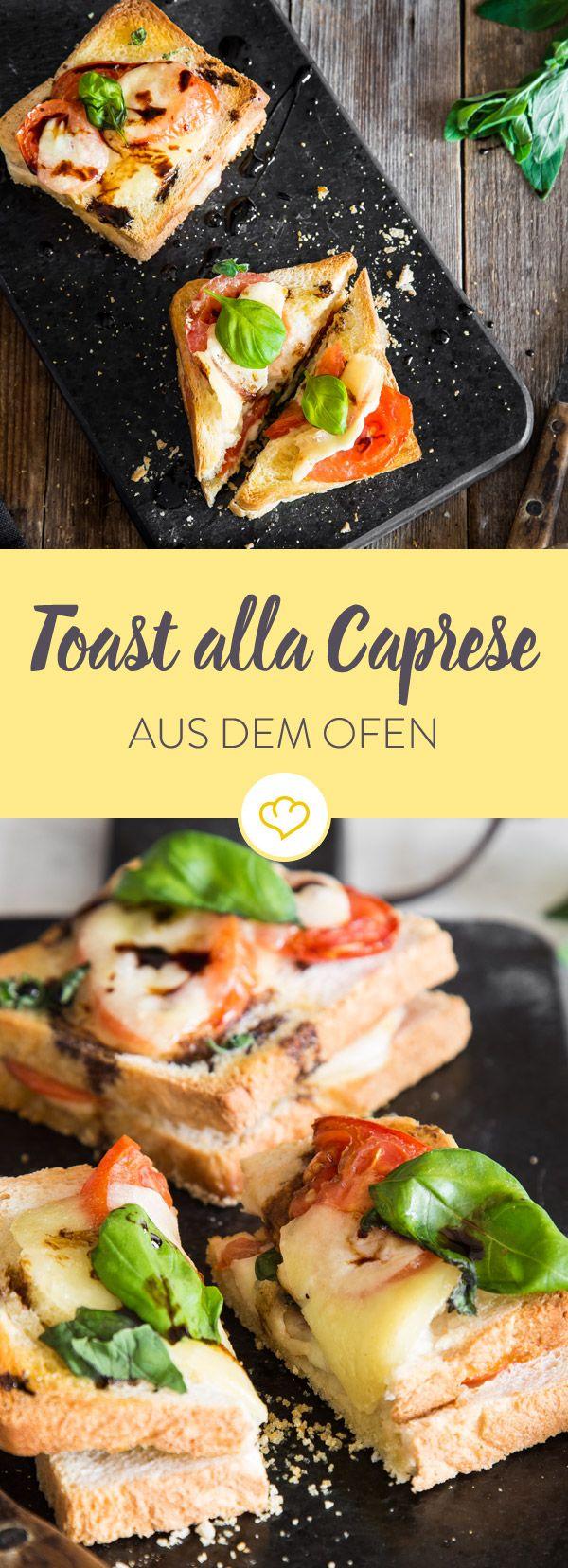 Feierabend! Jetzt einfach dein Toast mit Tomate, Mozzarella und Basilikum belegen, ab in den Ofen damit und fertig ist dein köstliches Toast alla Caprese