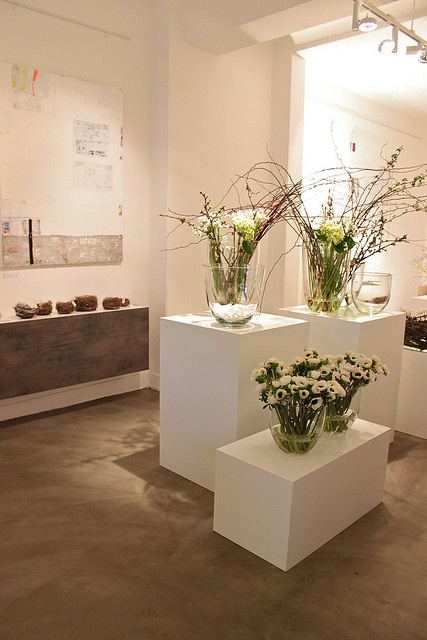 "flower and art at ""weisses"" exhibition"