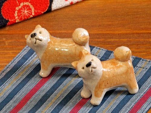 プーチン大統領のためと 旅館の女将が用意した秋田犬の箸置き。小さな小さな秋田犬にプーチン大統領は一目惚れ。食事を終えると持って帰ったといいます。