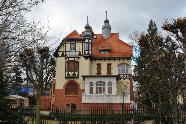 """Willa """"Claaszena' w Sopocie wybudowana w 1903 roku przez gdańskiego kupca Ernsta Claaszena. Obecnie - siedziba Muzeum Miasta Sopot."""