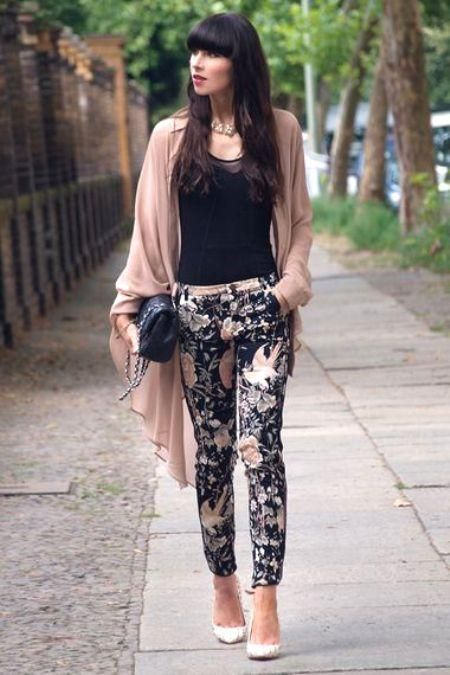 very elegant floral pant How to wear floral pants http://www.justtrendygirls.com/how-to-wear-floral-pants/