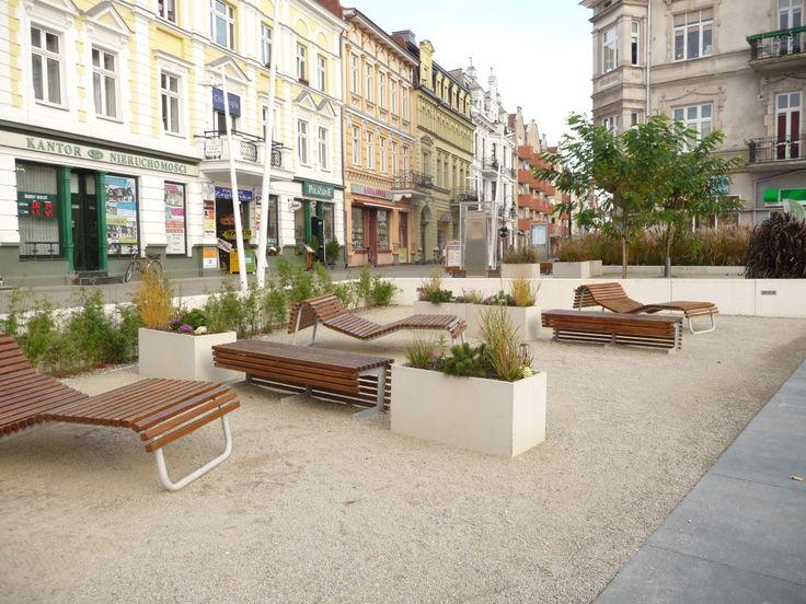 Jesienne dekoracje miejskie w donicach   Inspirowani Naturą   autumn decor for public spaces terraform