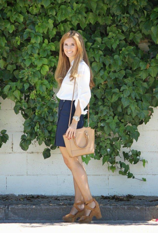 Casual Look. Look con falda marinera. A trendy life. #casual #blueskirt #officelook #trendy #zara #mango #coach #tous #dimequemequieres #georgiarose #outfit #fashionblogger #atrendylife www.atrendylifestyle.com