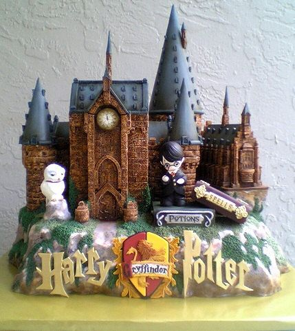 We love this!!!!! Ten out of ten bakers agree that it's impossible to beat this fondant replica of Hogwarts.   The 24 Most Magical Tributes To Hogwarts