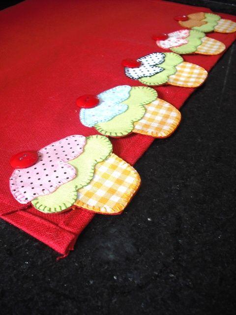 pano de prato cupcake 2 http://saamskitchen.blogspot.com.br/2011/02/cupcakes.html