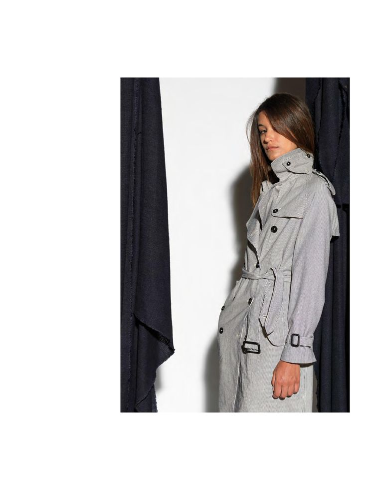 New York Favro Trench Double-breasted woman trench coat. The trench has a black and white stipe fantasy.