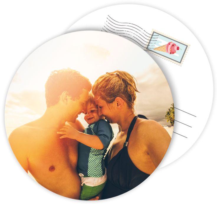 Carte postale personnalisée ronde pour des vacances inoubliables en famille dont il faut garder un souvenir, ref N32197