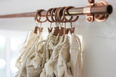 make your own curtain rods copper plumber's piping and spray paintThe project can be done in an under an hour and for under $80 (that's for 4-5 curtain rods!).