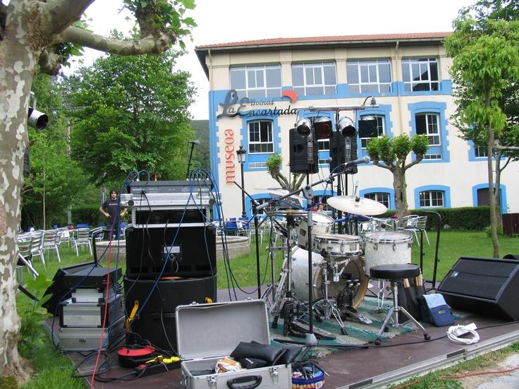 Concierto en la terraza de la cafetería del museo. (2007)