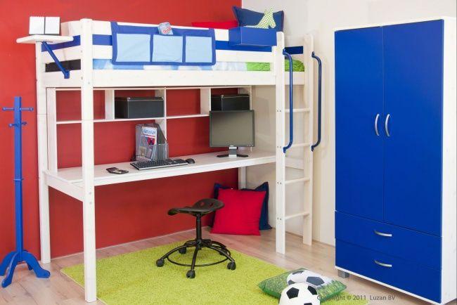 Stoere Hoogslaper Voetbal / Soccer van Thuka Trendy. Deze whitewash hoogslaper met bureau past perfect in een kinderkamer met voetbal thema.