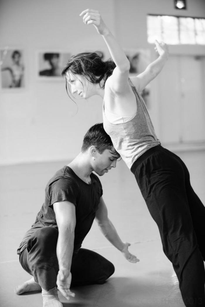 danse contemporaine, entrainement de deux partenaires