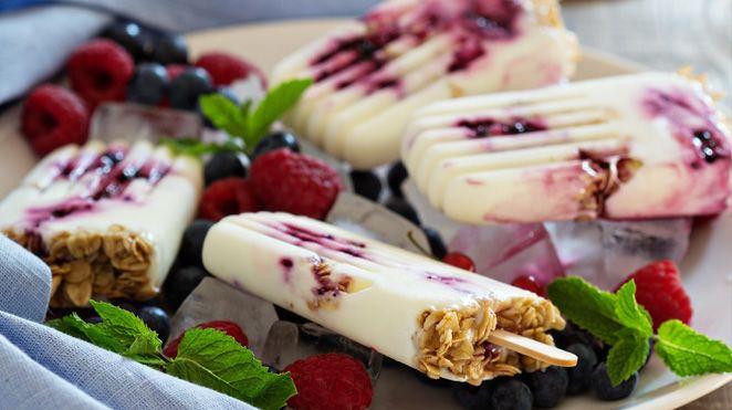 Barres glacées au granola | Recettes IGA | Bleuets, Framboises, Collation, Été