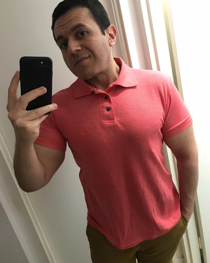 Pour ou contre le rose dans le dressing d'un homme ? @shams_fit_transformation porte un polo BABOU à 6€.