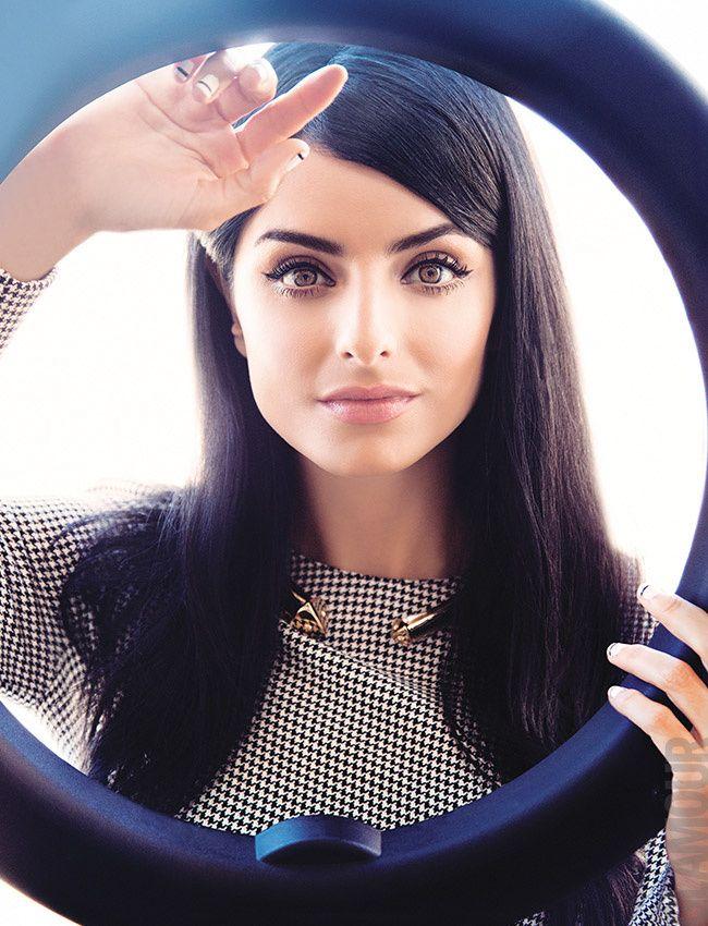 Talentosa, brillante y muy glamourosa: ¡Aislinn Derbez protagoniza nuestra portada de febrero!