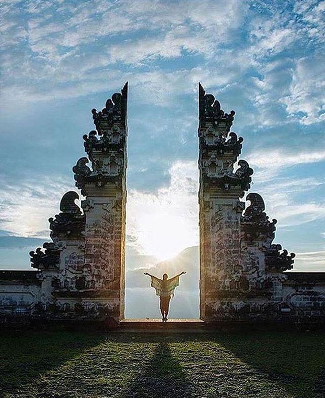 WEBSTA @ ayodyabali - We dare you to explore the traditional side of the island. Good morning world. #bali #travel #temple #travelgram 📷: @travisburkephotography