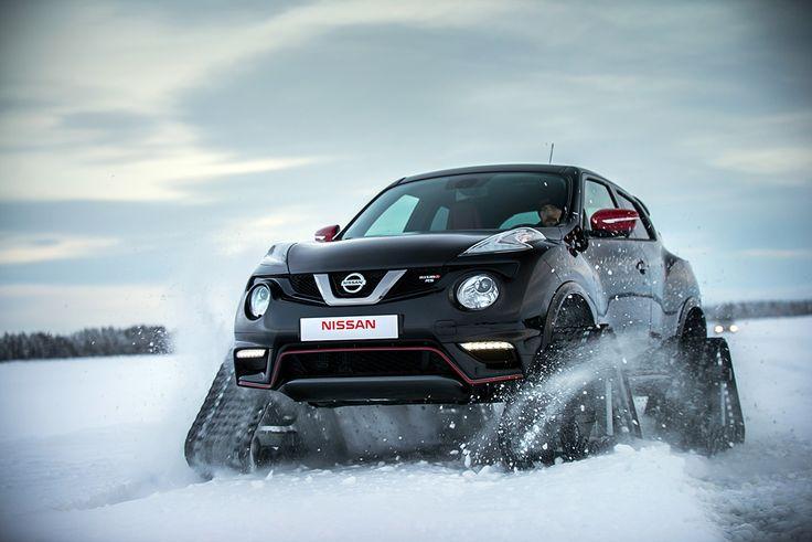 Nissan JUKE 雪上を時速100kmで走る、戦車のような日産「ジューク」