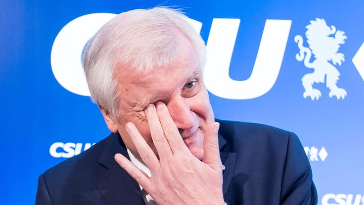 CSU-Chef Horst Seehofer stellt Fraktionsgemeinschaft mit CDU zur Debatte - Politik Inland - Bild.de