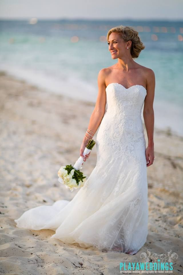 Our bride Lynne is looking flawless thanks to our talented team of #makeupartists #hairstylists www.stylingtrio.com Photography: Playaweddings