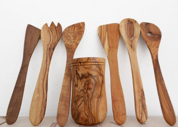 Handcrafted Wooden Rounded Kitchen Cooking Utensils Holder - With 2 Spatulas, 2 Sauce Spoons & 2 Cooking Spoons - Made From Olive Wood - The Perfect Kitchenware Wedding Gift by Zitouna Wood on Gourmly