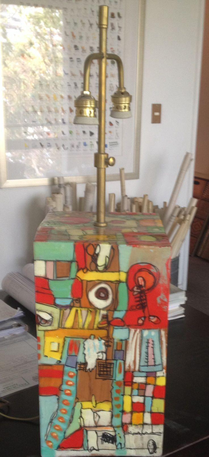 Lámpara pintada sobre madera.               Alejandra Puga Hamilton
