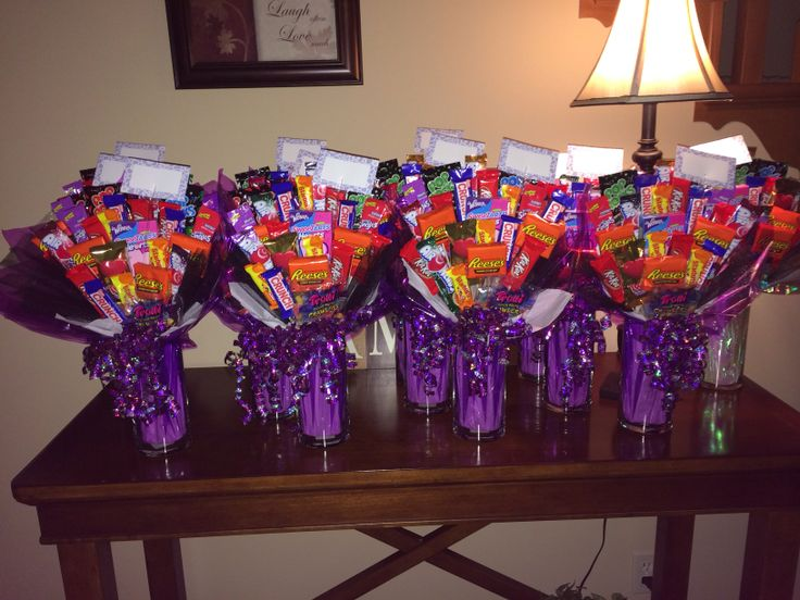 These are simple & cute candy bouquets that I made for homecoming gifts.
