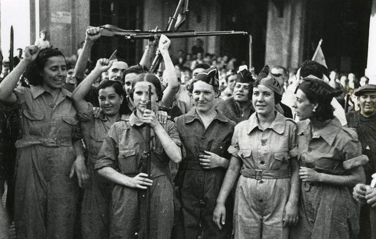 El papel de las mujeres en el movimiento anarquista y en la época con la sección 'Libertarias'. La lucha de las mujeres en el anarcosindicalismo.