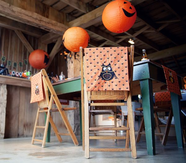Halloween Party Decorating: Halloween Parties, Pumpkin Lanterns, Tricks Or Treats, Barns Parts, Jack O' Lanterns, Parties Ideas, Chairs Back, Parties Decor Ideas, Halloween Ideas
