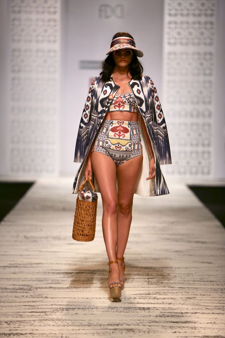 Hemant & Nandita - Wills India Fashion Week - Spring Summer 2015. Shop this jacket on portemode.com today!